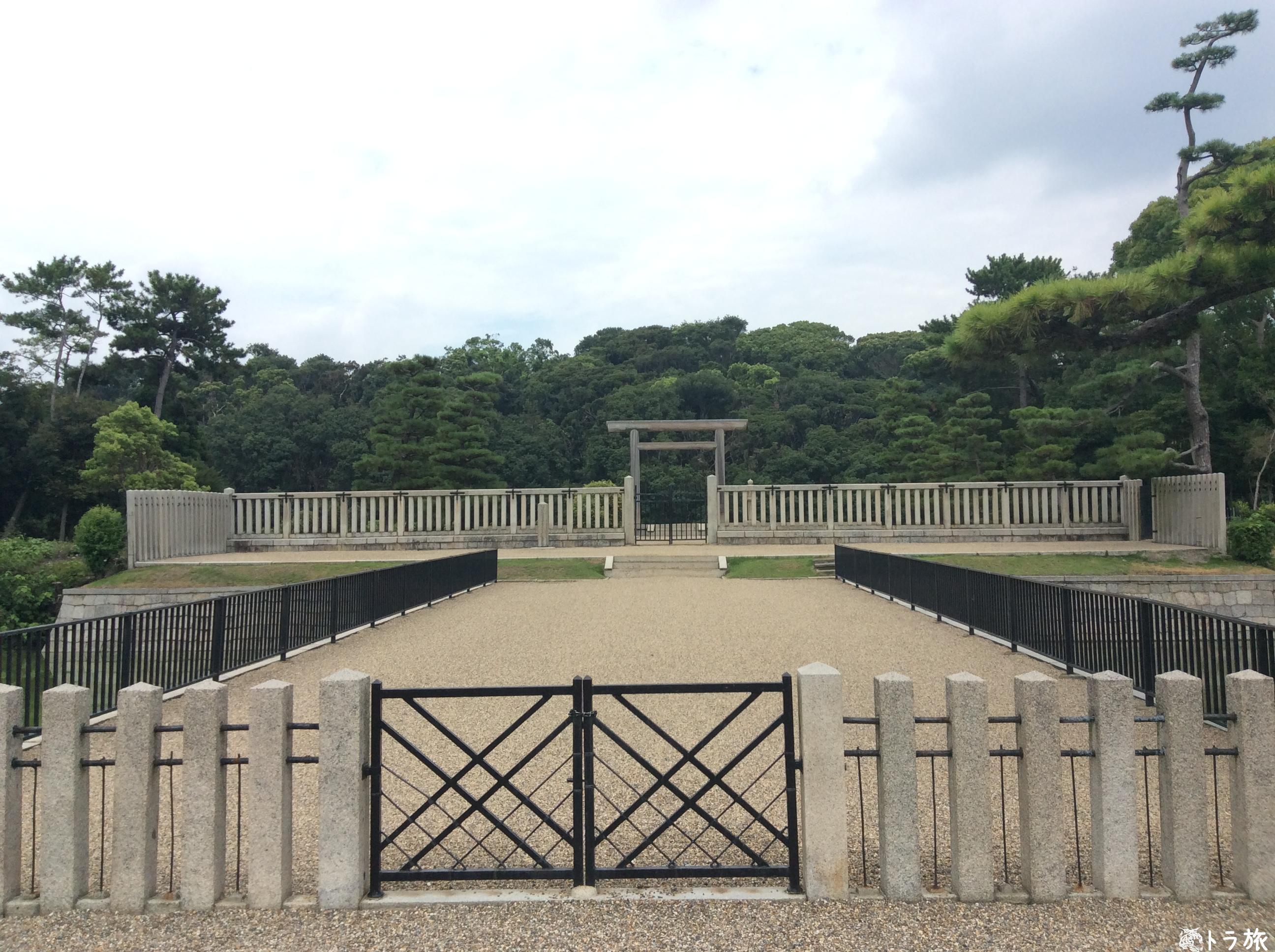 仁徳天皇の前方後円墳は上から見るか横から見るか