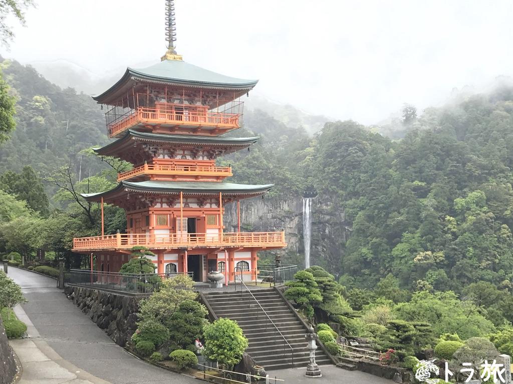 日本三名瀑に数えられる神聖な那智大滝